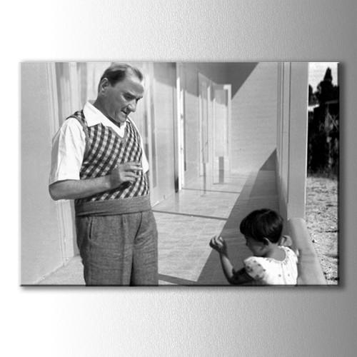 .Atatürk ve Kız Çocuğu Kanvas Tablo