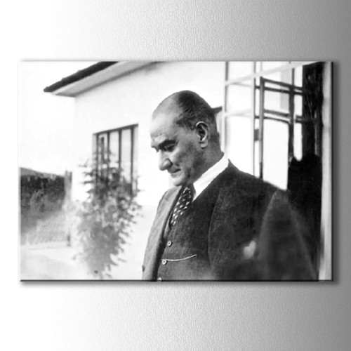 Bahçede Atatürk Kanvas Tablo