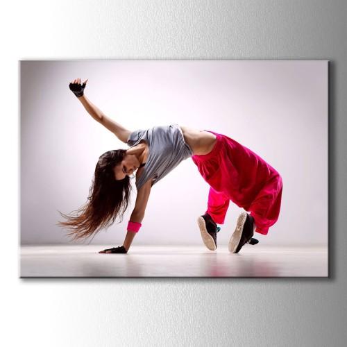 Kırmızı Pantolonlu Dans Eden Kadın