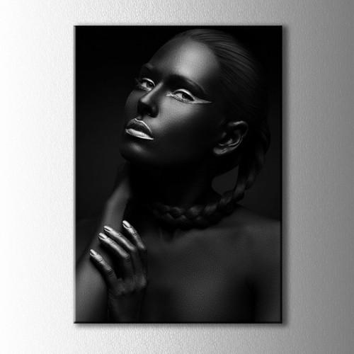 Gümüş Ojeli Siyahi Kadın Portre Kanvas Tablo